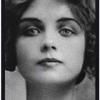 """Teresa W. Montt: """"Morir, después de haber sentido todo y no ser nada...""""."""