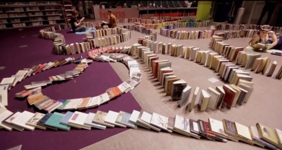 213442_longest_book_domino_chain_Seattle-1024x544