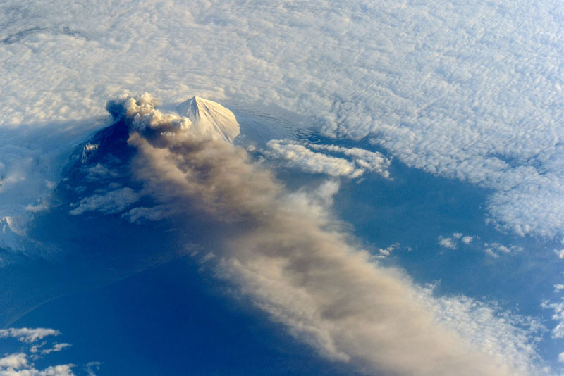alaska-pavlof-volcano-from-space-aerial-nasa