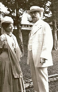 MARK TWAIN WITH WIFE OLIVIA LANGDON