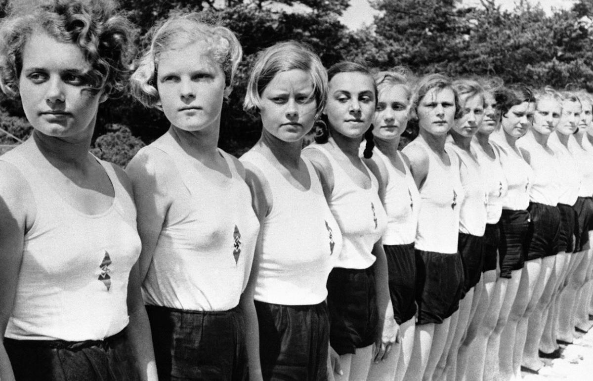 Los ideales femeninos nazis: escuelas de formación de esposas perfectas