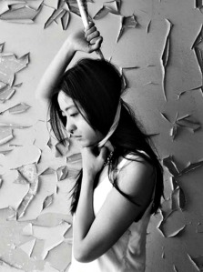 Sanmao: Escritora y traductora, Chen Pin, mejor conocida como Sanmao, se ahorcó al colgarse con un par de medias