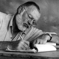 16 obras que todo joven escritor debe leer, según Hemingway